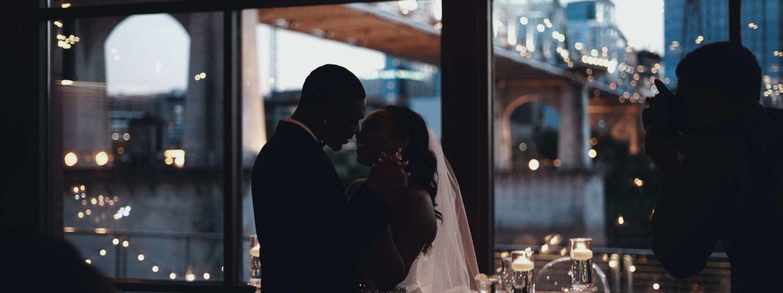 couple-wedding-day-photographer-photo-party-restaurant-dance-move-man-woman